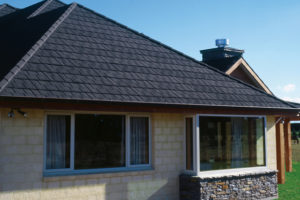 105 屋根の遮熱塗装とは?遮熱と断熱との違いを知って猛暑対策!
