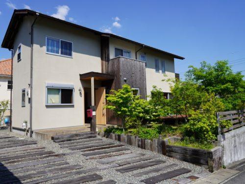 神戸市北区藤原台南町の吹き抜けのある家