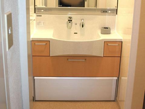 大きな鏡と収納力 洗面台リフォーム