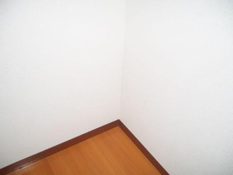 洋室・キッチンの壁紙リフォーム 1枚目