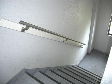 マンションの階段に手すりを設置