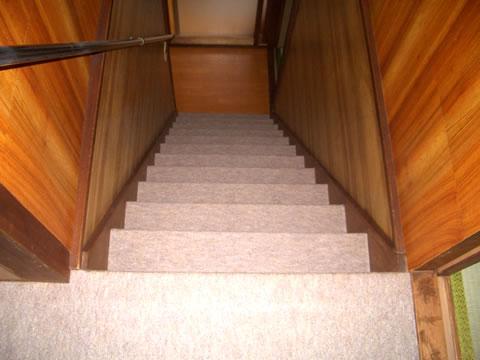 階段 じゅうたんリフォーム 1枚目