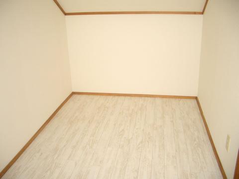 屋根裏スペースを洋室風にリフォーム