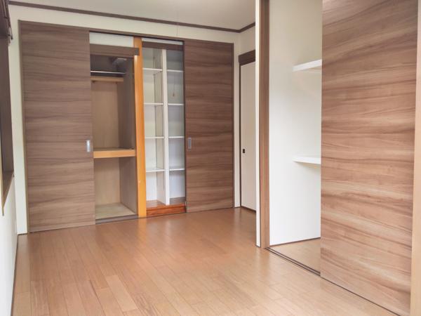 床の間のある和室を収納力たっぷりのおしゃれな洋室にリニューアル
